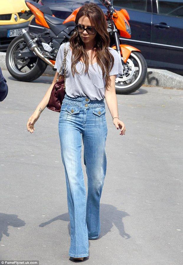 jeans a zampa chiaro